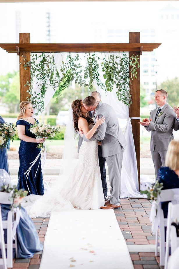 wedding kiss - Luke & Ashley Photography