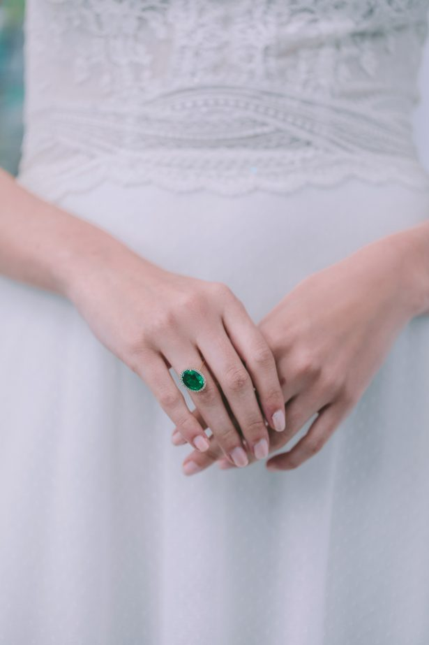 Emerald green and yellow gold engagement ring - George Pahountis Photographer
