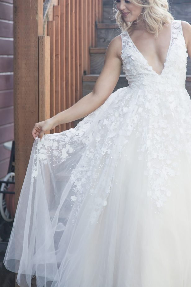 Ball gown sleeveless wedding dress - Photography: Szu Designs, Inc