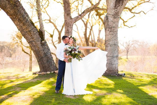 Romantic wedding photo - Holley Elizabeth Photography