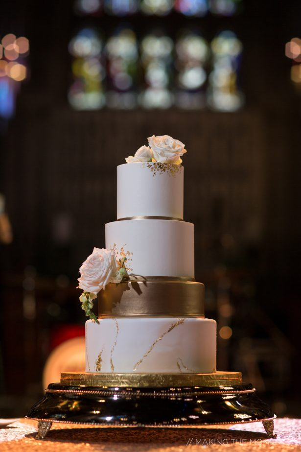 White and gold luxury wedding cake with fresh roses - Photography: Making the Moment