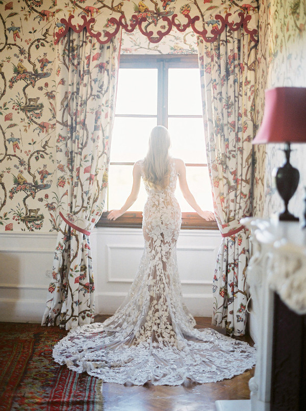 Lace mermaid wedding dress by Pronovias - Photography: The cablookfotolab
