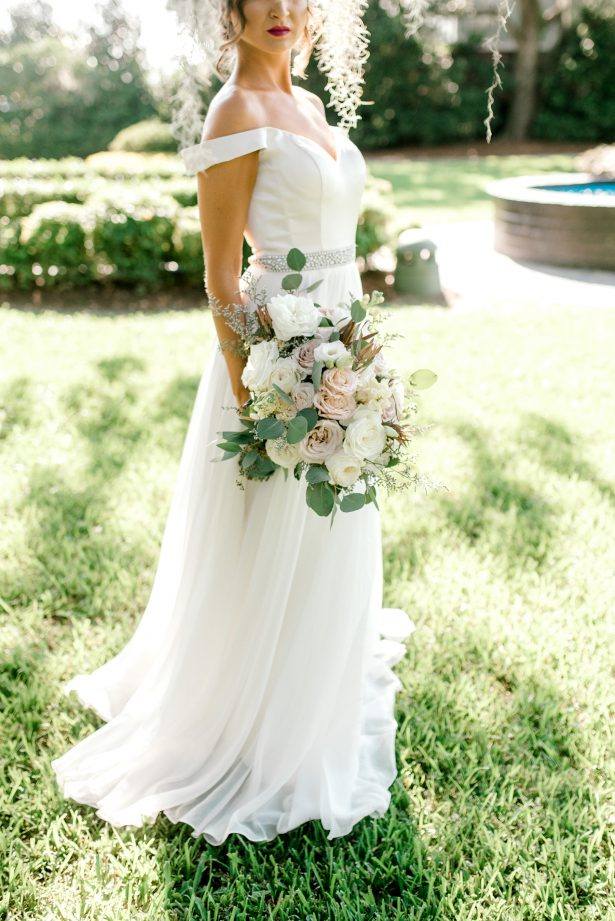 Pastel Wedding Bouquet - Photography: Hi Volt Studios