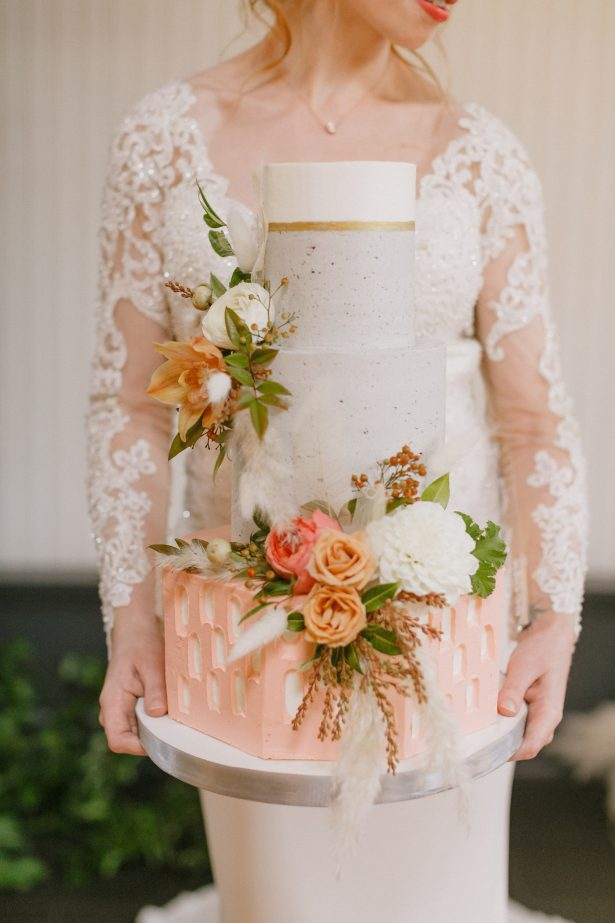Fall wedding cake with coral details - Andrea Zajonc Photography