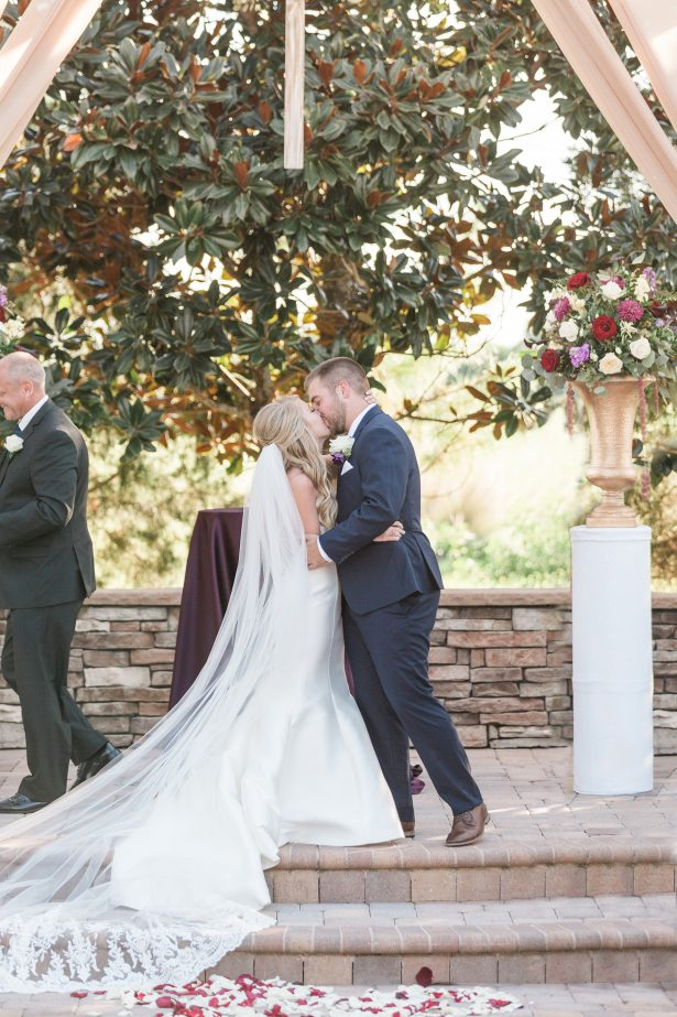 Wedding kiss at and outdoor ceremony - Photography: The Hendricks