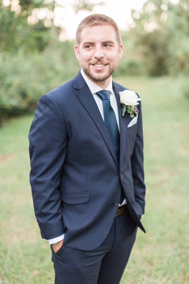 Groom wearing a navy blue suit - Photography: The Hendricks