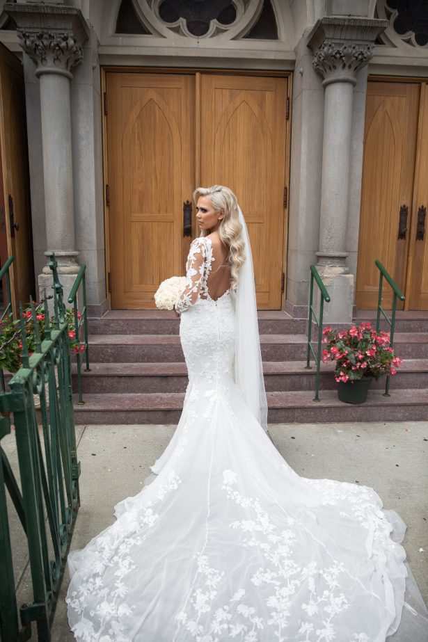 Sophisticated Bride with mermaid wedding dress - Rafal Ostrowski Photography