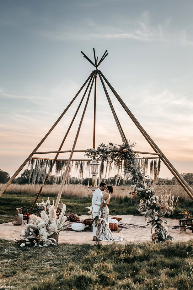 Pampas grass boho wedding - Emma Hill Film & Photography
