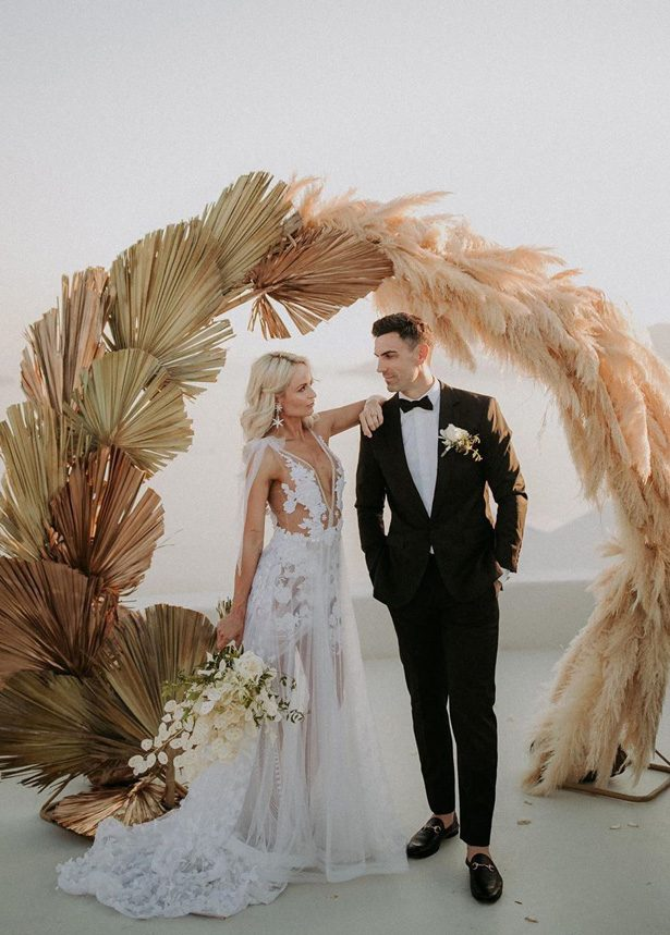 Pampas grass wedding ceremony arch - Photography: Black on White Studio