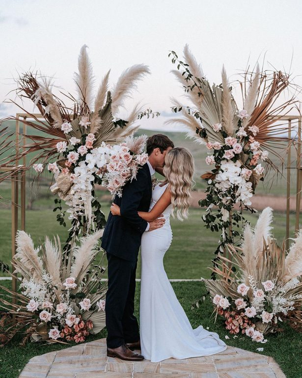 Pampas grass wedding ceremony decor - Photography: The Evoke Company