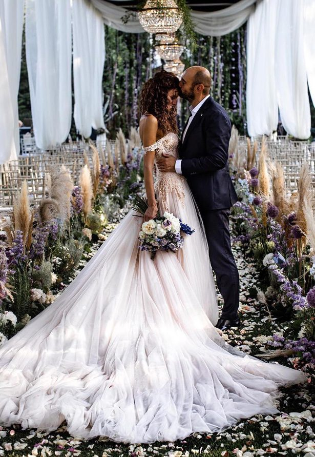 Pampas grass wedding ceremony decor - Photography: Lilly Red