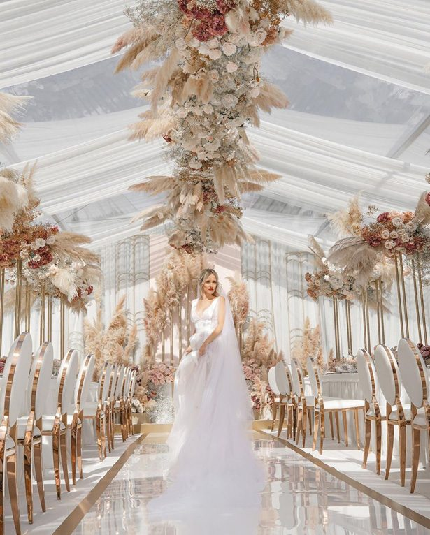 Pampas grass wedding recemption decor - Photo: Galina Nabatnikova Photography