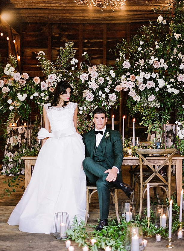 An Overflow Of Romance In This Glamorous Barn Wedding Editorial