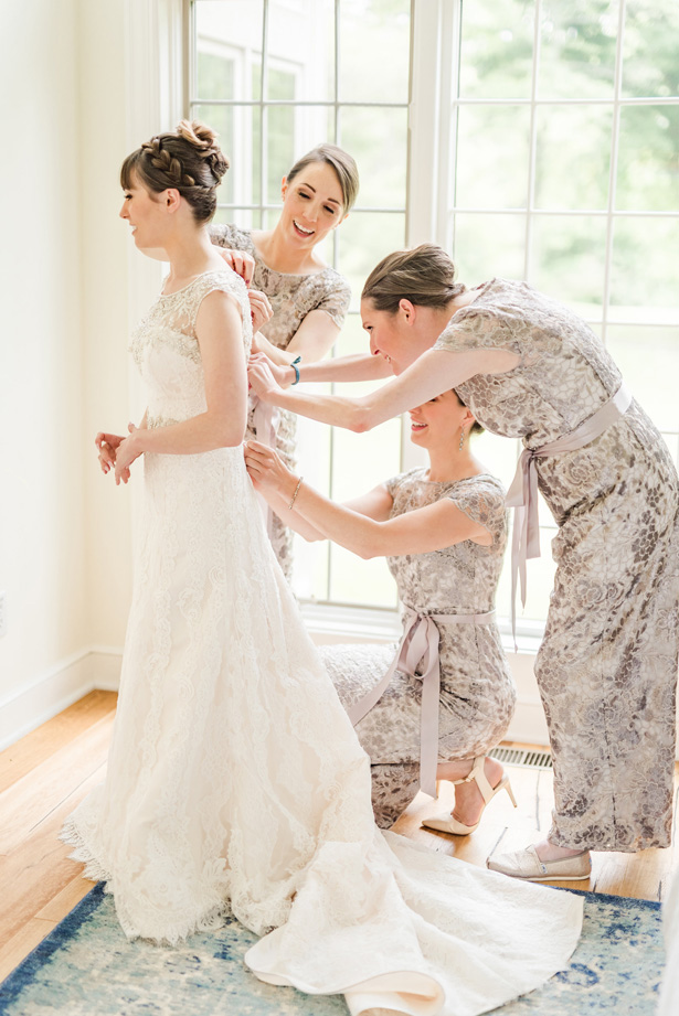 Bride Getting Ready for the wedding -Photo by Stephanie Kase Photography