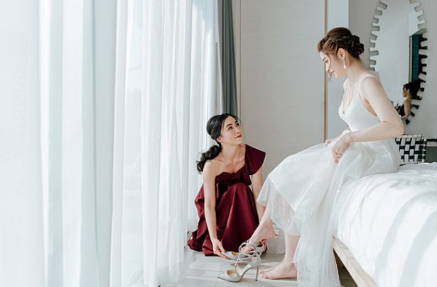 Classic photo of bride getting ready with bridesmaids - Madiow Photography