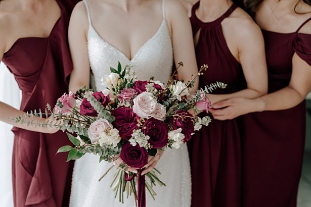 Romantic burgundy wedding details - Madiow Photography
