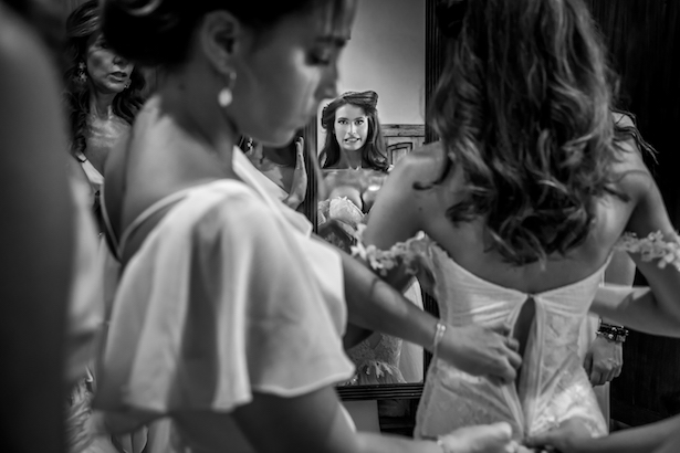 Bride getting ready for the wedding - Photography: Vincent Zasil