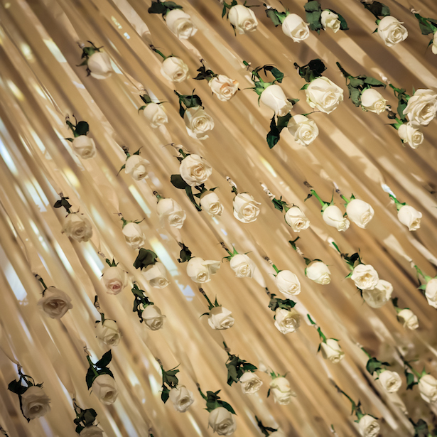 Hanging Wedding Flowers - Photography: Vincent Zasil