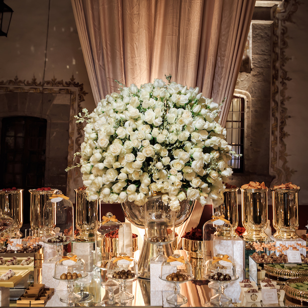 Luxury wedding dessert table - Photography: Vincent Zasil