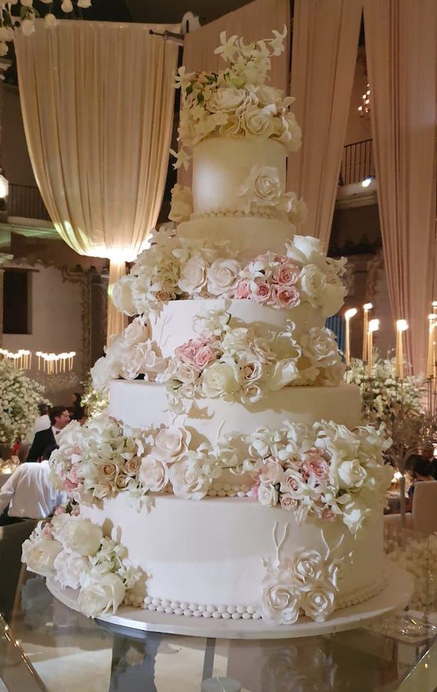 Opulent wedding cake - Photography: Vincent Zasil
