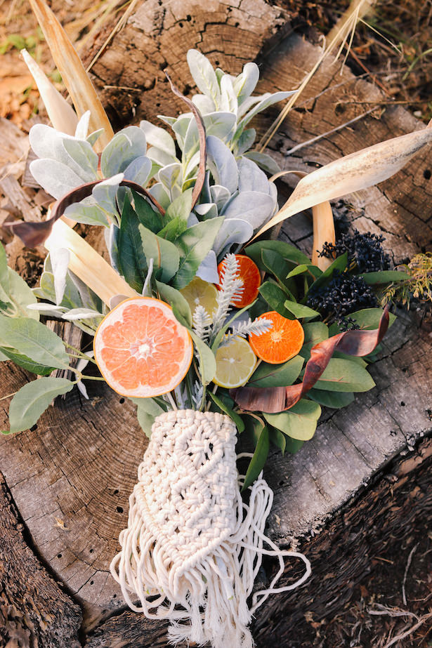 Wedding bouquet with oranges and citrus - Photo: Tiffany Hudson Films