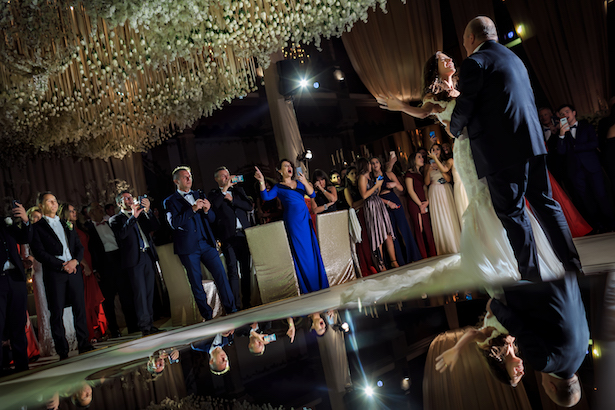 First dance romantic wedding photo - Photography: Vincent Zasil