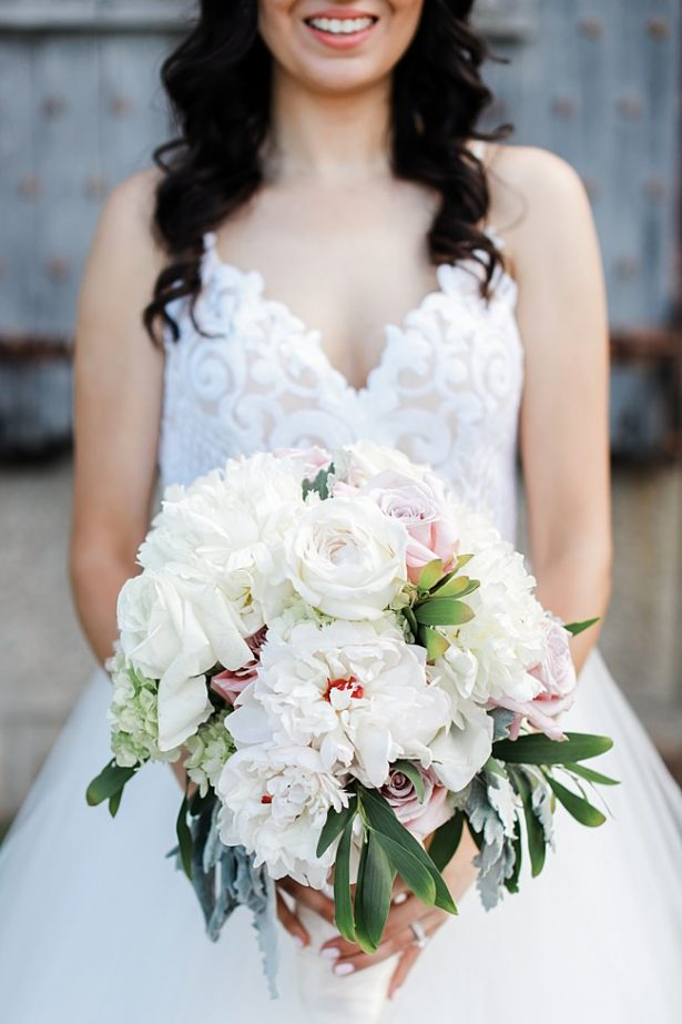 White and pink wedding bouquet with greenery for a classy country club wedding - Bluespark Photography