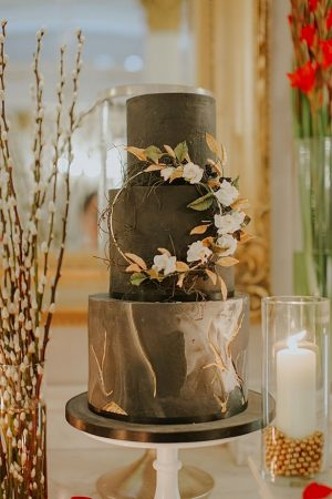 Black and gold marble wedding cake - Jamie Sia Photography