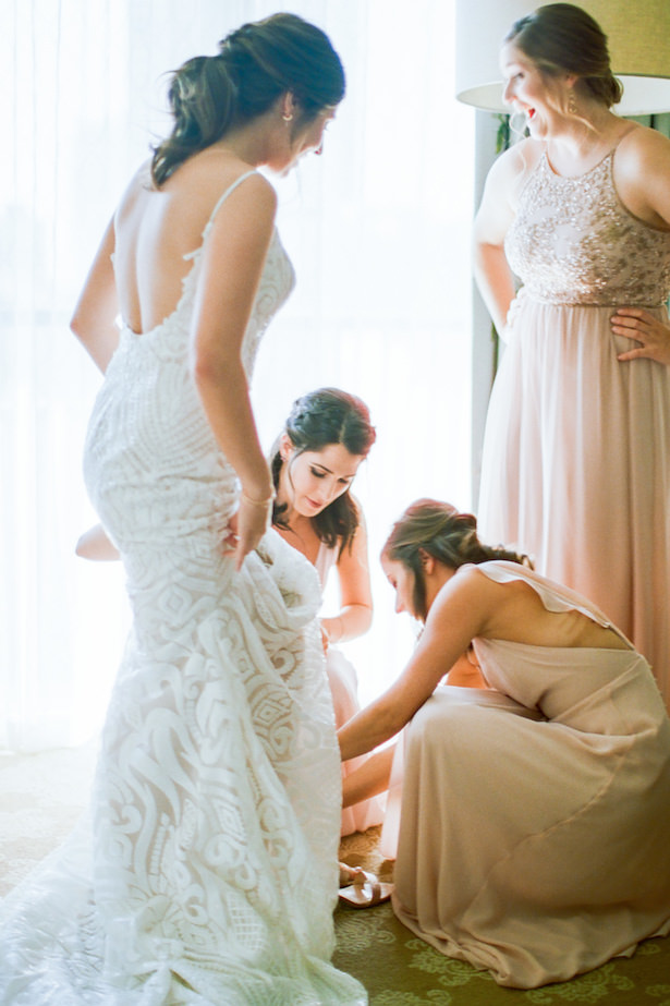 Bride getting ready photo - ARTE DE VIE Photography