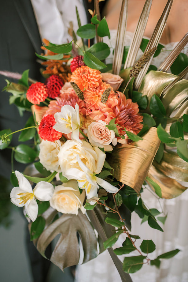 Fall wedding bouquet with tropical vibes - Sunshower Photography