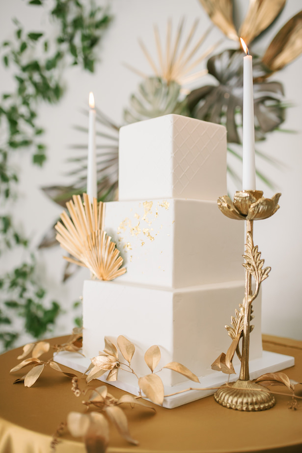 White wedding cake with gold vintage details - Sunshower Photography