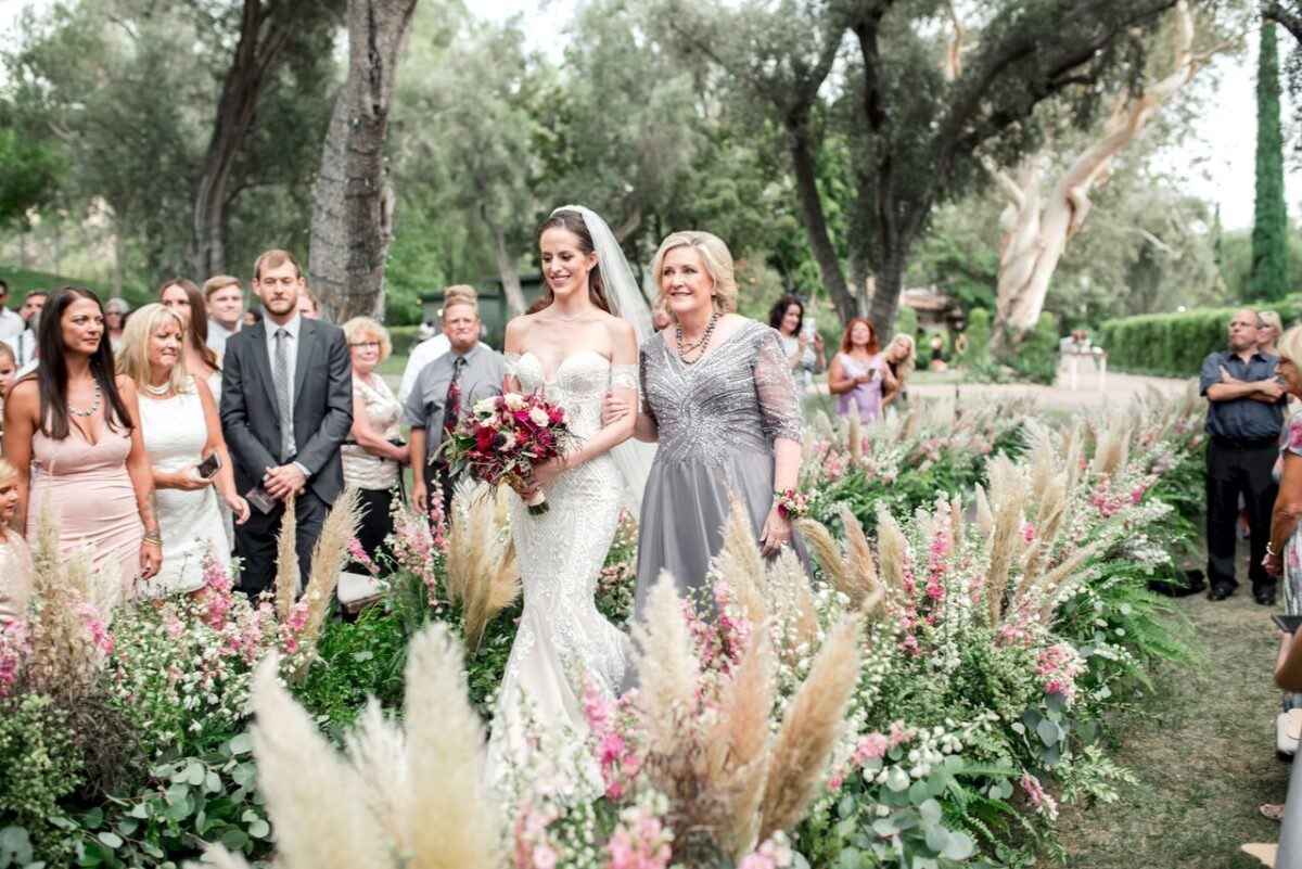 Boho wedding aisle with pampas grass - Photography: Dmitry Shumanev