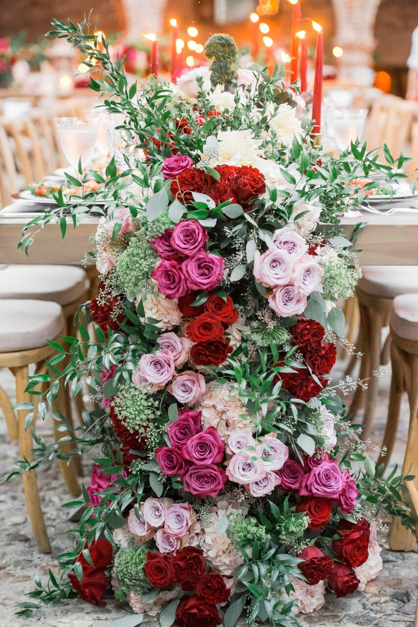 Floral runner wedding centerpiece with pink and red flowers - Photography: Dmitry Shumanev