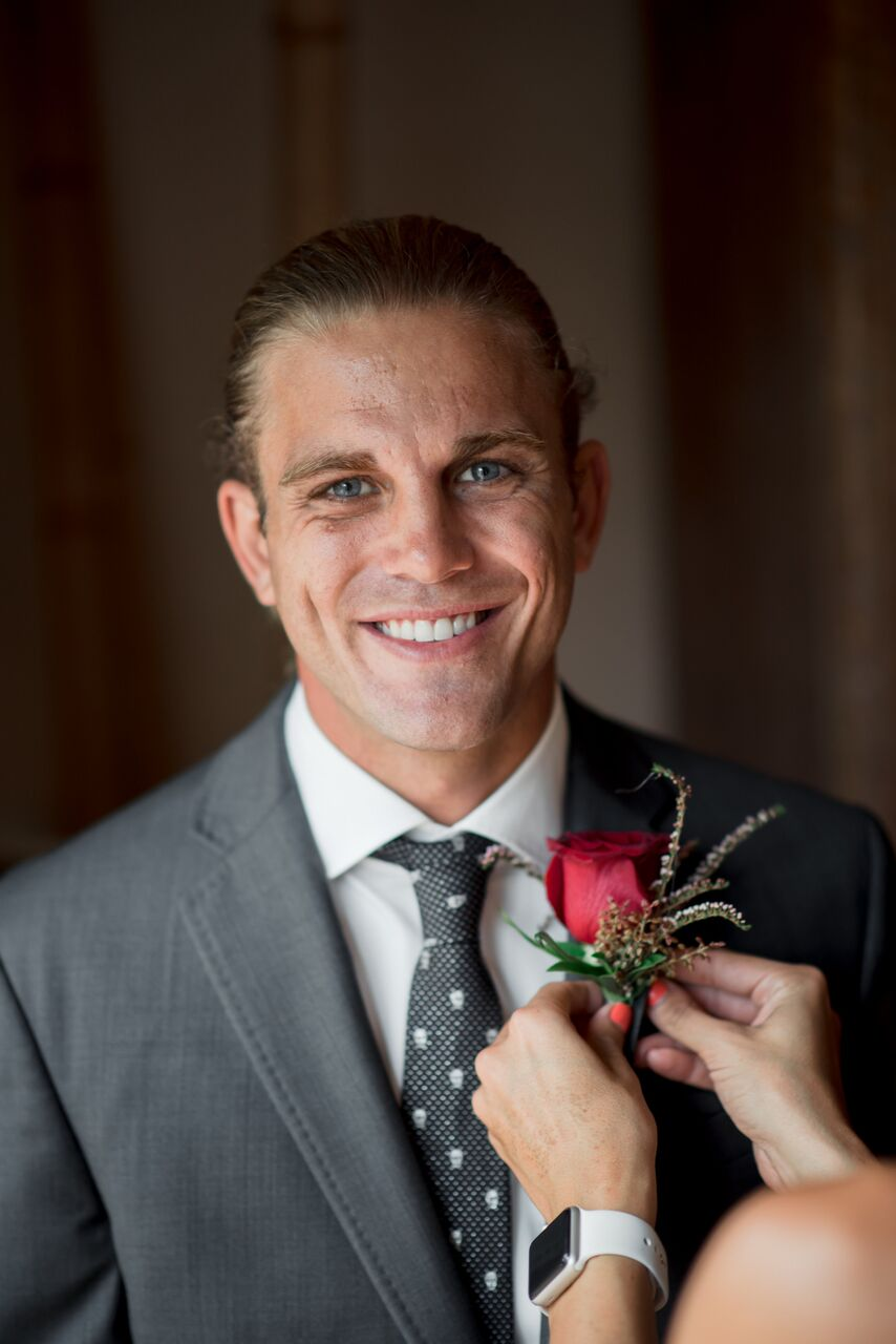 Groom wearing gray suit - - Photography: Dmitry Shumanev