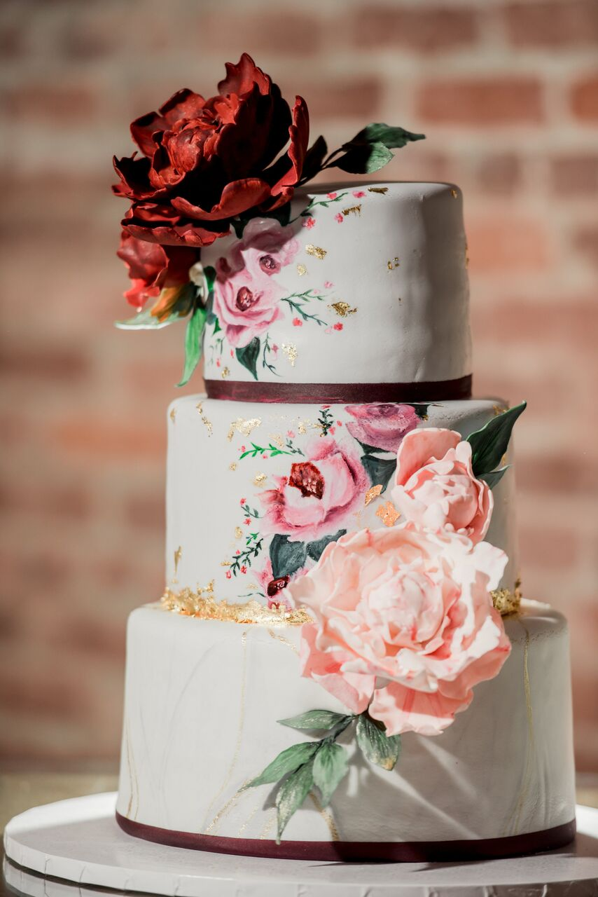 Hand painted floral wedding cake - Photography: Dmitry Shumanev