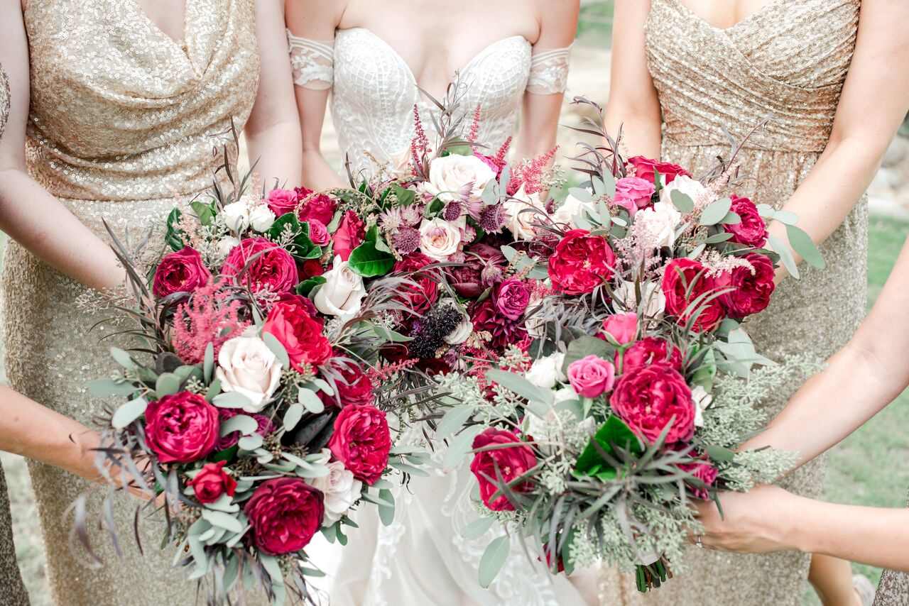 Wedding bouquets with pink and red flowers - Photography: Dmitry Shumanev