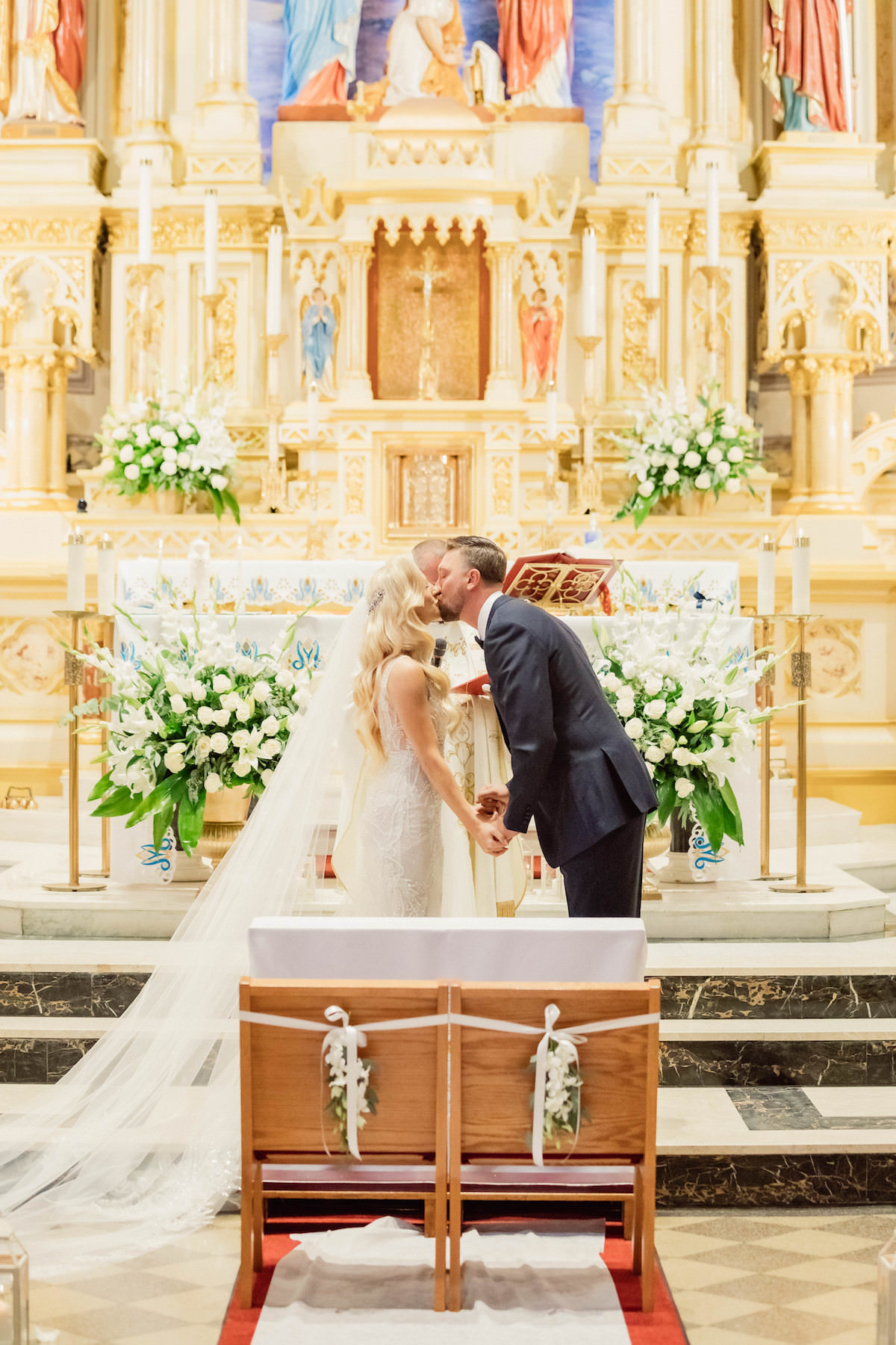 Church wedding ceremony kiss -Photography: Charming Images