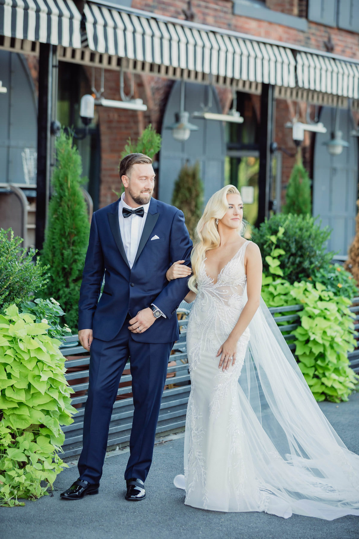 Elegant bride and groom photo - Photography: Charming Images