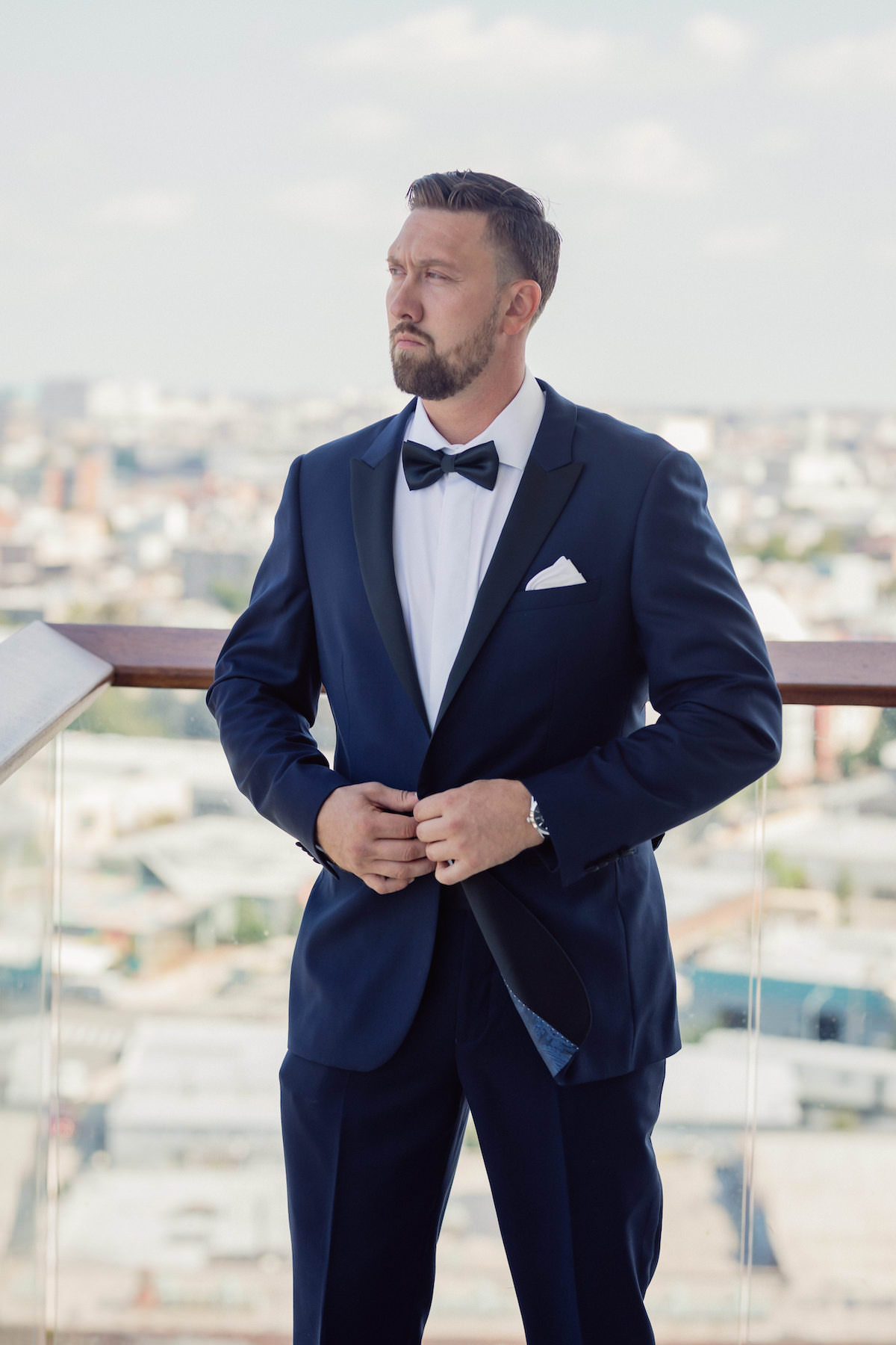 Groom with blue tuxedo - Photography: Charming Images