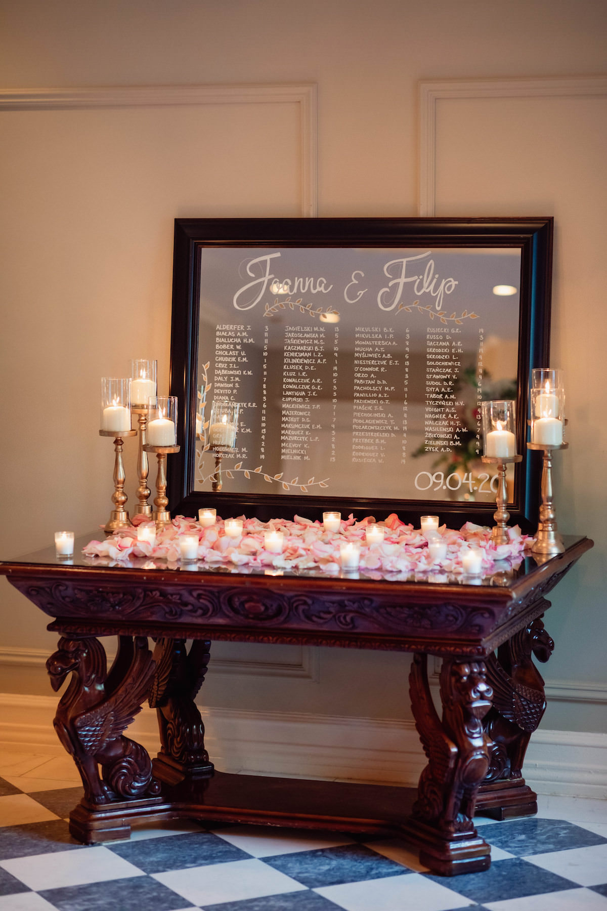 Mirror escort card display - Photography: Charming Images