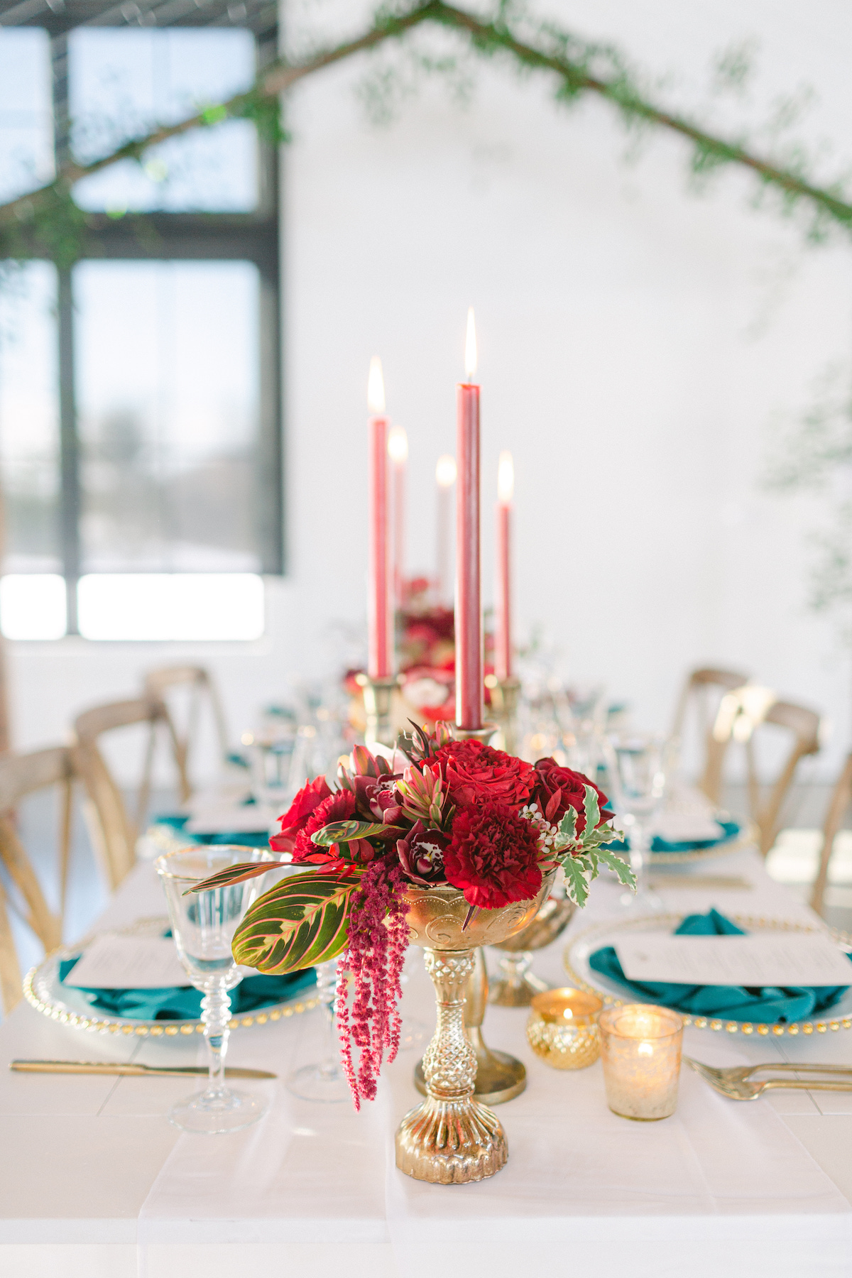 Long wedding table decor with red flowers - 5th Fine Art Photography