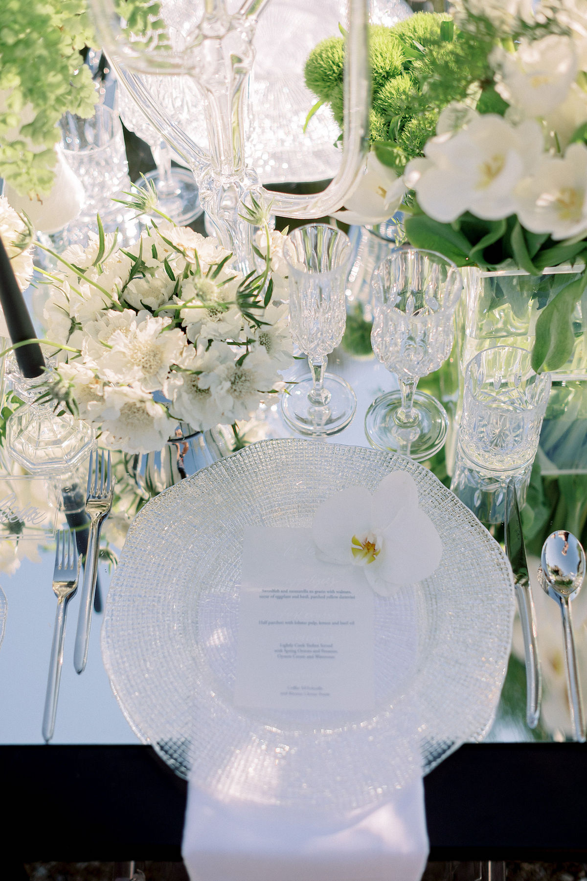 Luxury wedding place setting with mirror and crystal details