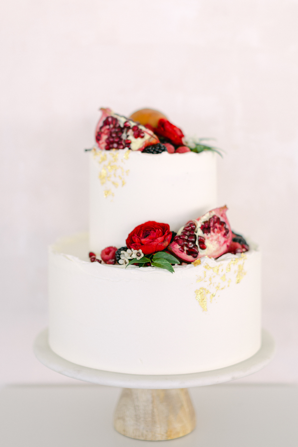 White and red winter wedding cake - 5th Fine Art Photography