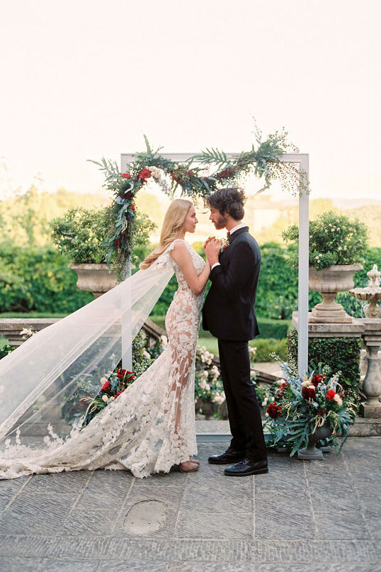 Luxury Tuscan Elopement Inspiration - Photo: The cablookfotolab