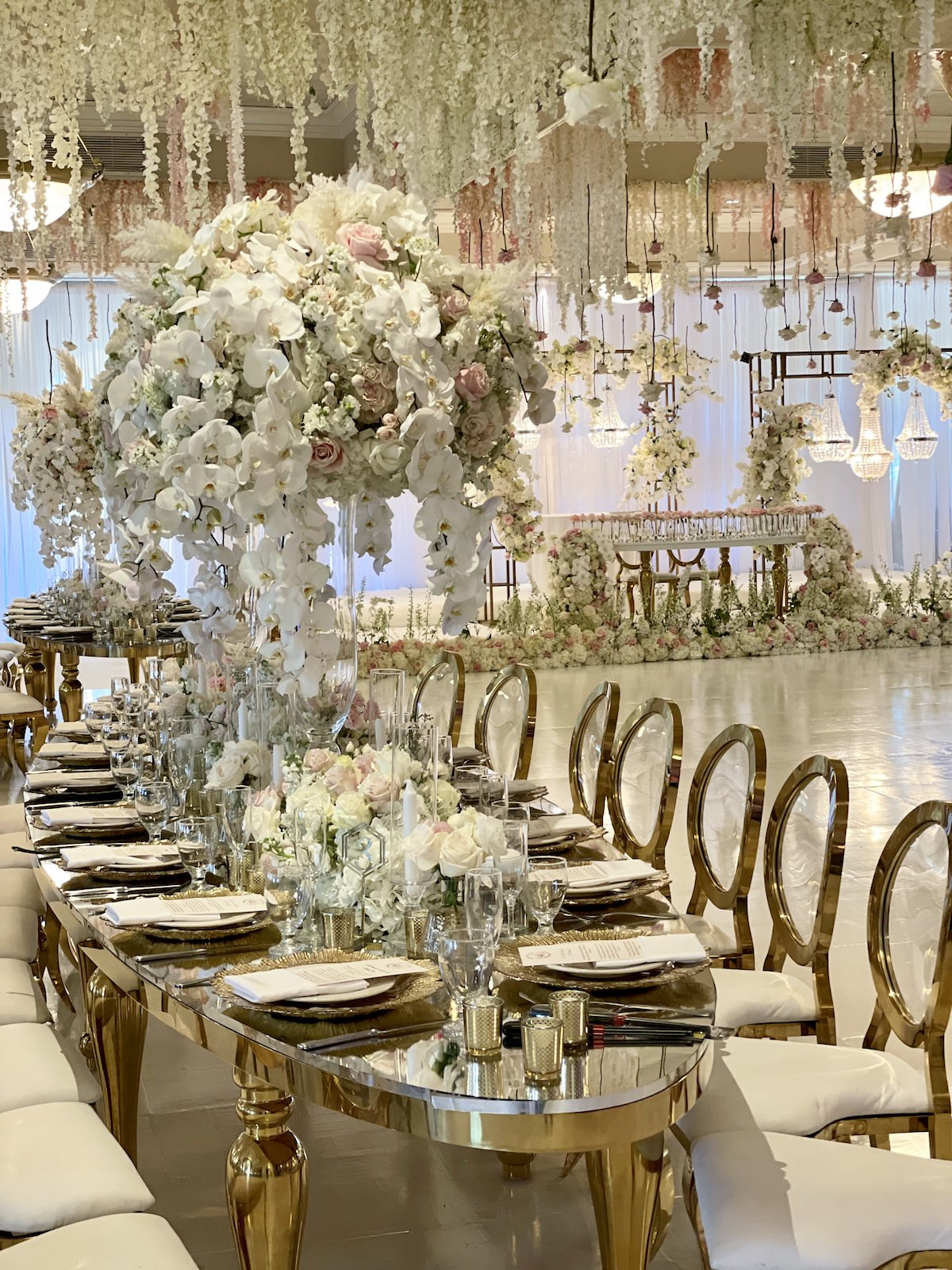 Luxury wedding reception decor with hanging flowers - FLowers by Edgar